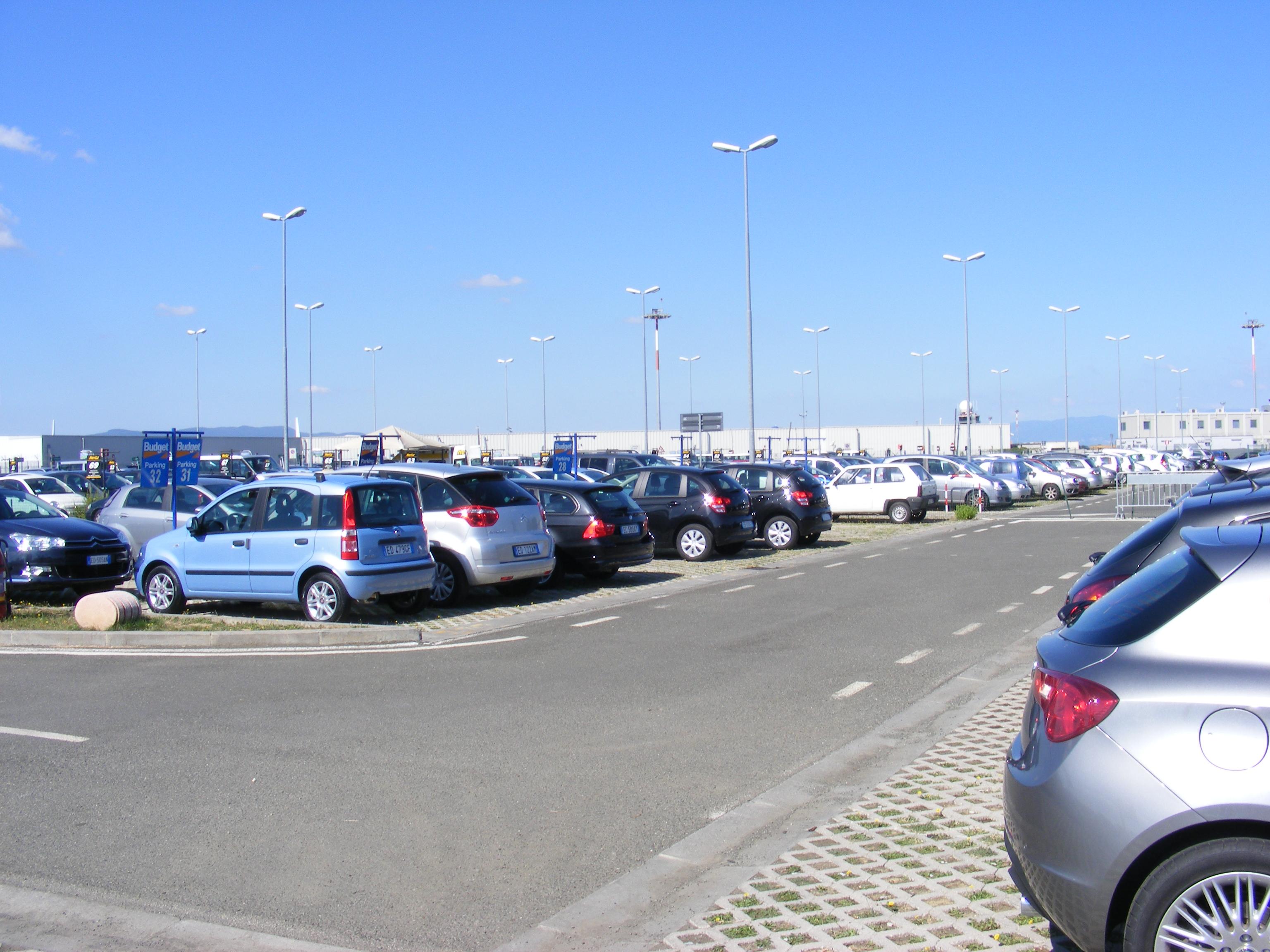 Fapados parkoló Vecsésen